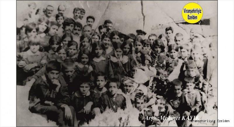1970 li yıllarda Viranşehir Sakarya İlkokulu Öğretmen Mehmet Cömert, Fethi Oğuz, Abdurrahim Duygu, Abbas Altıkardeş, Eyyüp Altıkardeş, Mahmut Nedim Konuk, Mahmut Nedim Can, Berber Mahmut Yaşar