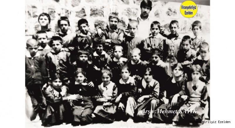 1975-76 Eğitim Öğretim Yılı Viranşehir Dumlupınar İlkokulu 1/C Sınıfı Öğrencilerinden Sinan Haykar ve Arkadaşları