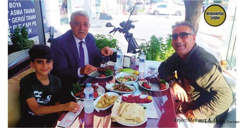 Viranşehir'de Sevilen Değerli Kanaat Önderlerimizden olan, İş İnsanı Mehmet Şerif Özkan, Torunu Şerif Özkan ve Öğretmen Salih Kurt