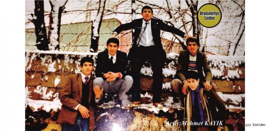 Viranşehir Lisesi Eski Öğrencilerinden, Recep Sığak, Yılmaz Karaboğa, Mehmet Oğuz ve Arkadaşlarına Ait 1980 li Yıllarda Çekilmiş Bir Fotoğraf
